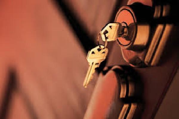 Pour un oubli de clé sur votre porte, contactez serrurier Beaufays, nous procédons à l'ouverture de porte claquée sans casse de votre serrure.